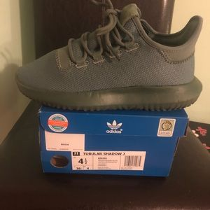 Adidas tubular shadow youth size